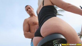 Sex Stroll Around The Beach