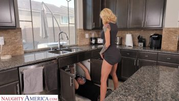 Sarah Jessie shows neighbor how wet her plumbing gets