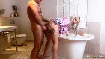 Bubble Bath Milf Sex