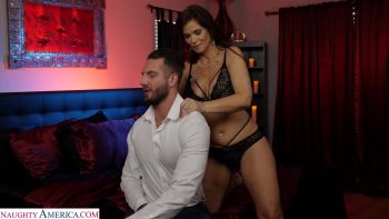 Syren De Mer gives her customer the best service in her hotel at the naughty room